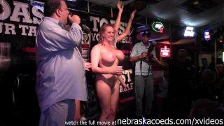 3-и обалденные модели позируют голыми и ласкаются
